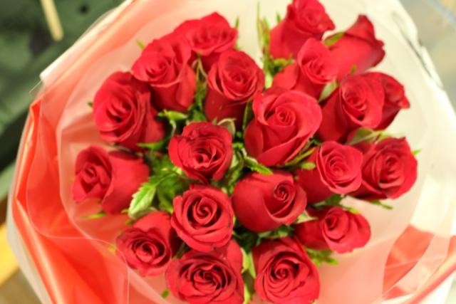 バラの花束でプロポーズ!本数で伝えたい気持ちがわかる!?