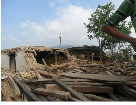Bir Singha Tamang´s house that was destroyed by earthquake