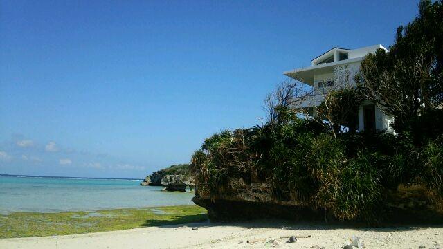 砂浜の上に建つ、まるで海外プライベートリゾートみたい