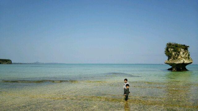浅瀬で子供たちも遊べます