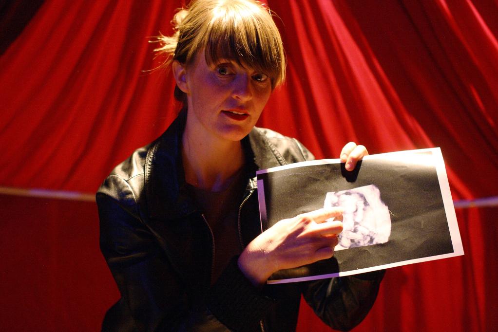 """""""Hemmeligheten"""" con Tiril Pharo, Dramatikkens Hus 2010"""