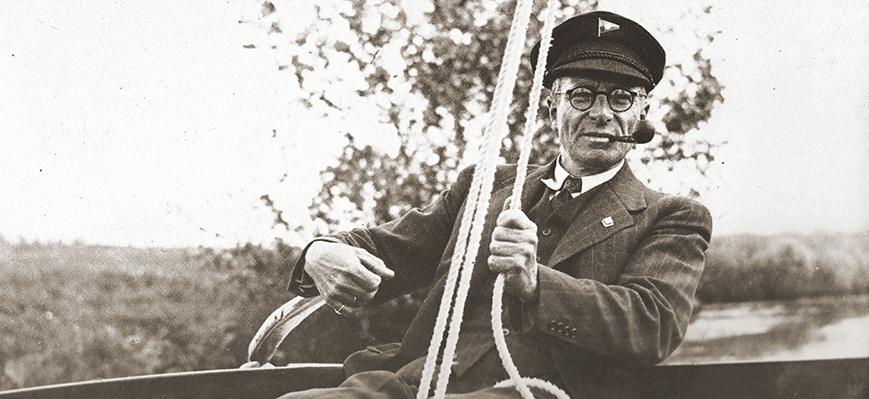 Hendrik met een vignet van de Bergumermeer Watersportvereniging op zijn pet.