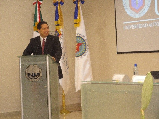 Prof. Alan Castillo. Conference in UANL