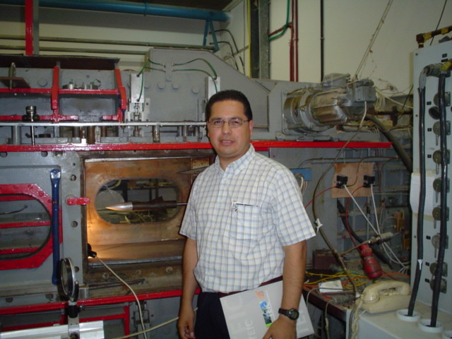 Prof. Alan Castillo, Laboratory of wind tests