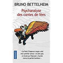 Psychanalyse des contes de fées. Qu'est-ce qu'un conte? Bruno Bettelheim, pédopsychiatre, y voit un rite de passage entre l'univers de l'enfance et le monde des parents.