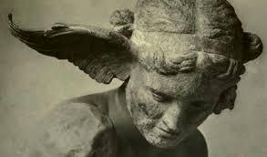 Hypnos est le dieu grec du sommeil, chez les Romains il est connu sous le nom de Somnus.