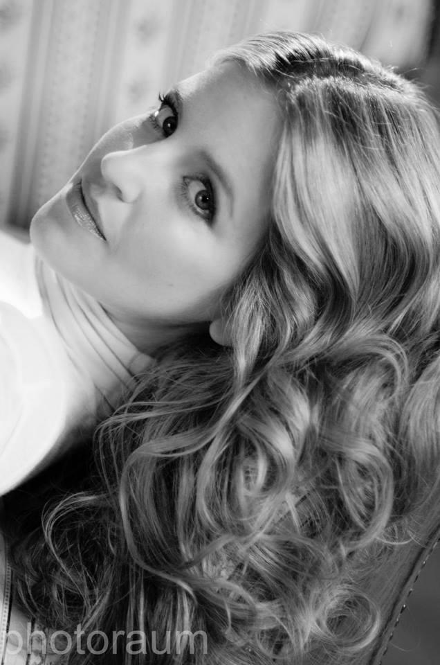 Portrait junge Frau Schwarzweiß Bild Foto Beautyshooting
