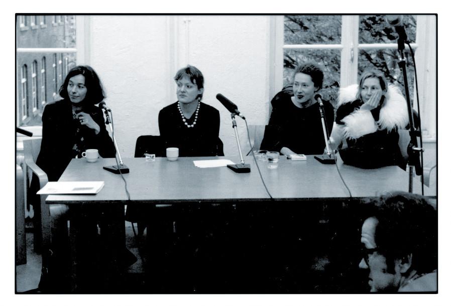 1999 DELOCATION, Künstlergespräch, mit Claudia Schmacke, ? , Heike Kern, Charly Steiger, Sittard (NL) © ?