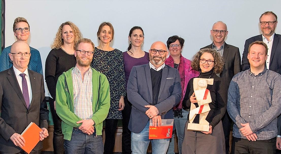 """Das Team der Schule Nebikon wurde für das Projekt """"Literatur auf der Spur"""" ausgezeichnet"""