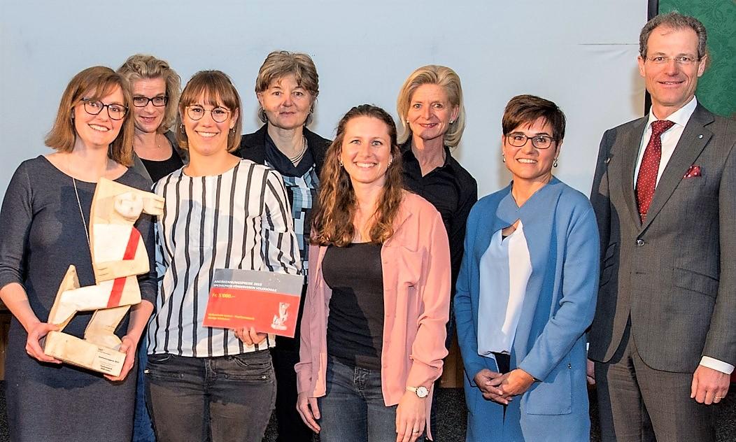 """Für das Projekt """"Mutige Mädchen"""" ging ein Anerkennungspreis an das Team der Psychomotorik der Stadt Luzern"""