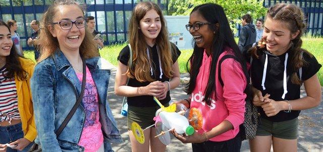 Schüler freuen sich über Spass beim Lernen