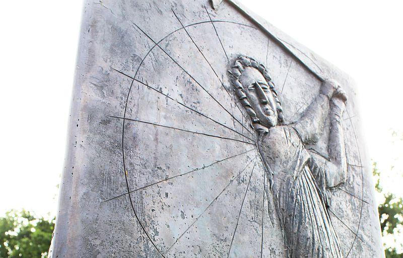 Entworfen wurde die Stele vom heimischen Künstler und Bildhauer Friedrich Brenner (c) Stephan Schöttl