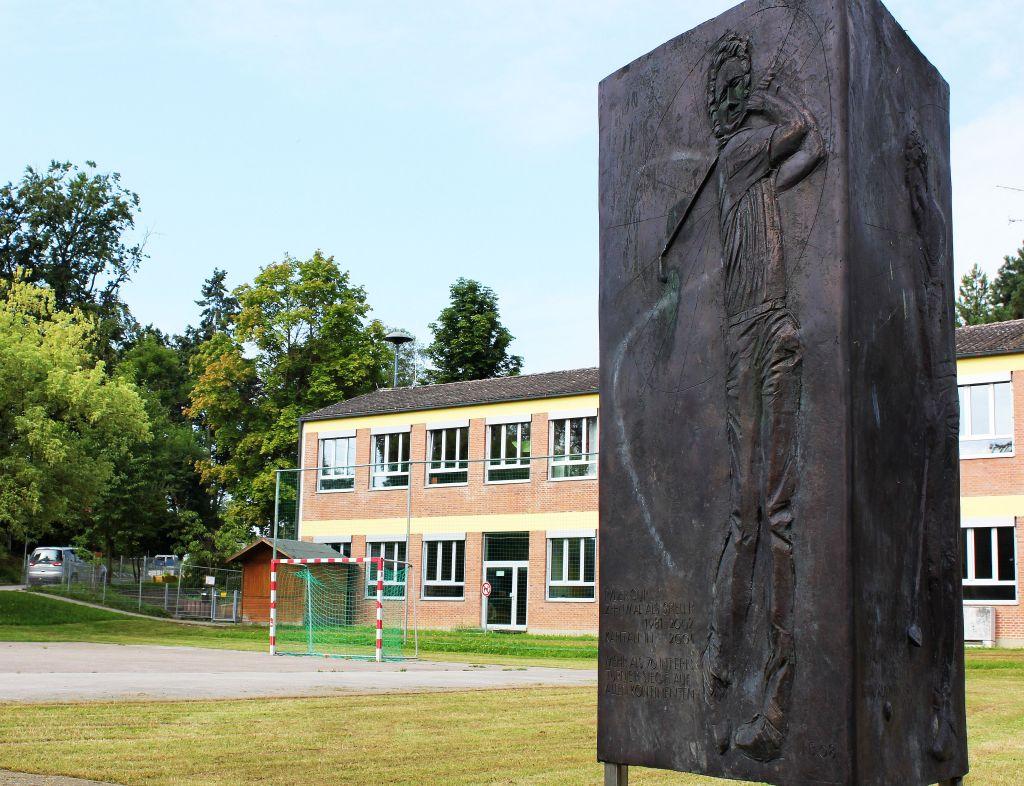 """Auf der """"Teerplatte"""" in Langers Heimatort Anhausen wurde sogar ein Denkmal errichtet (c) Stephan Schöttl"""