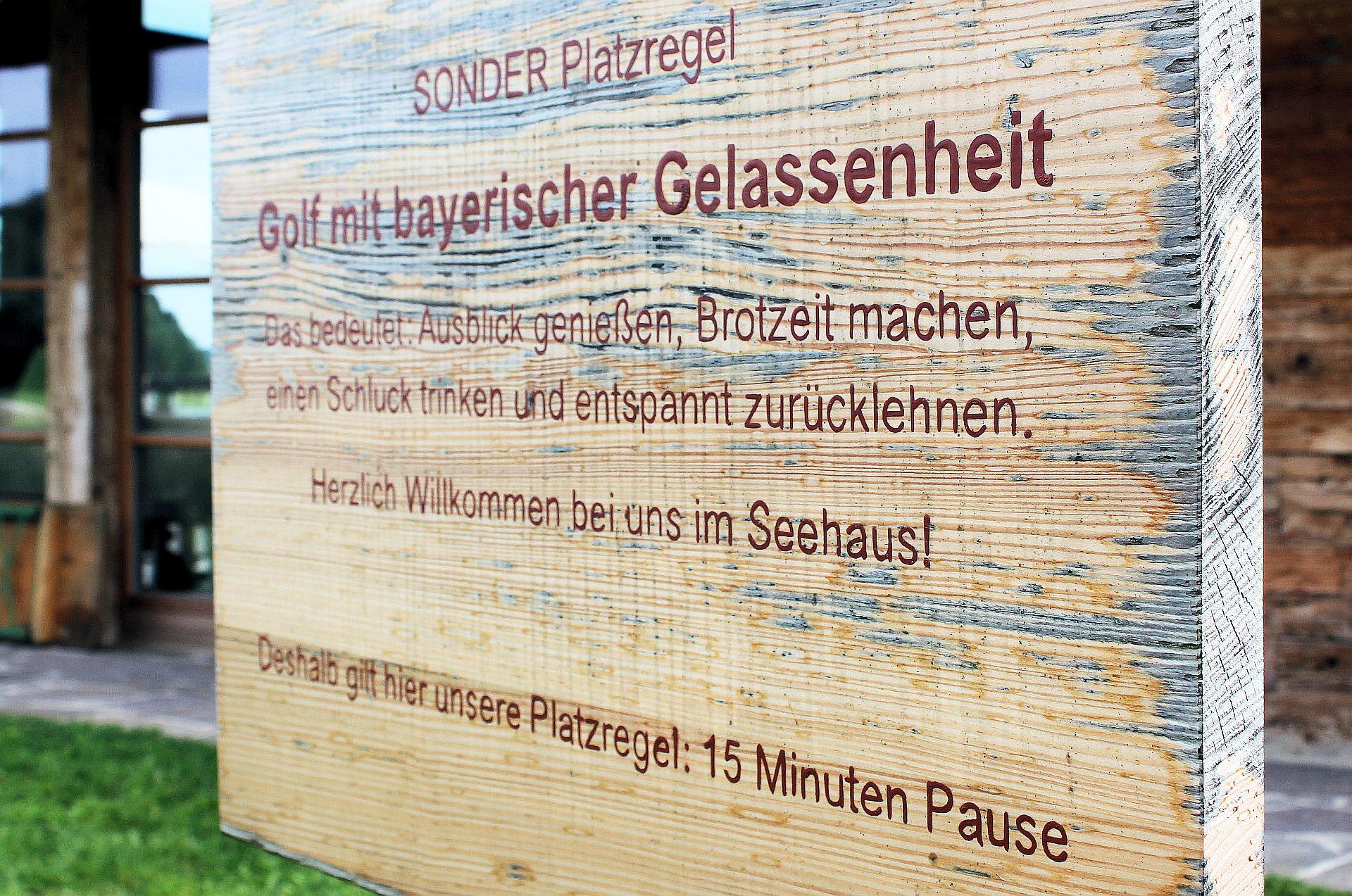 Und wehe, da spielt einer weiter! Gesehen im Golfresort Achental (Foto: Stephan Schöttl/alpengolfer.de)