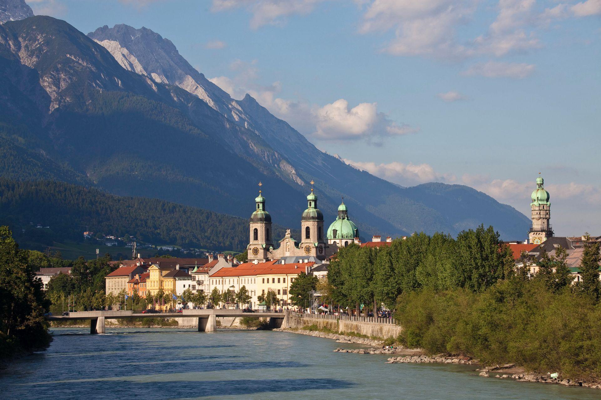 Welche ein Panorama: Der Blick vom Inntal aus.  (Foto: Innsbruck Tourismus/Christof Lackner)