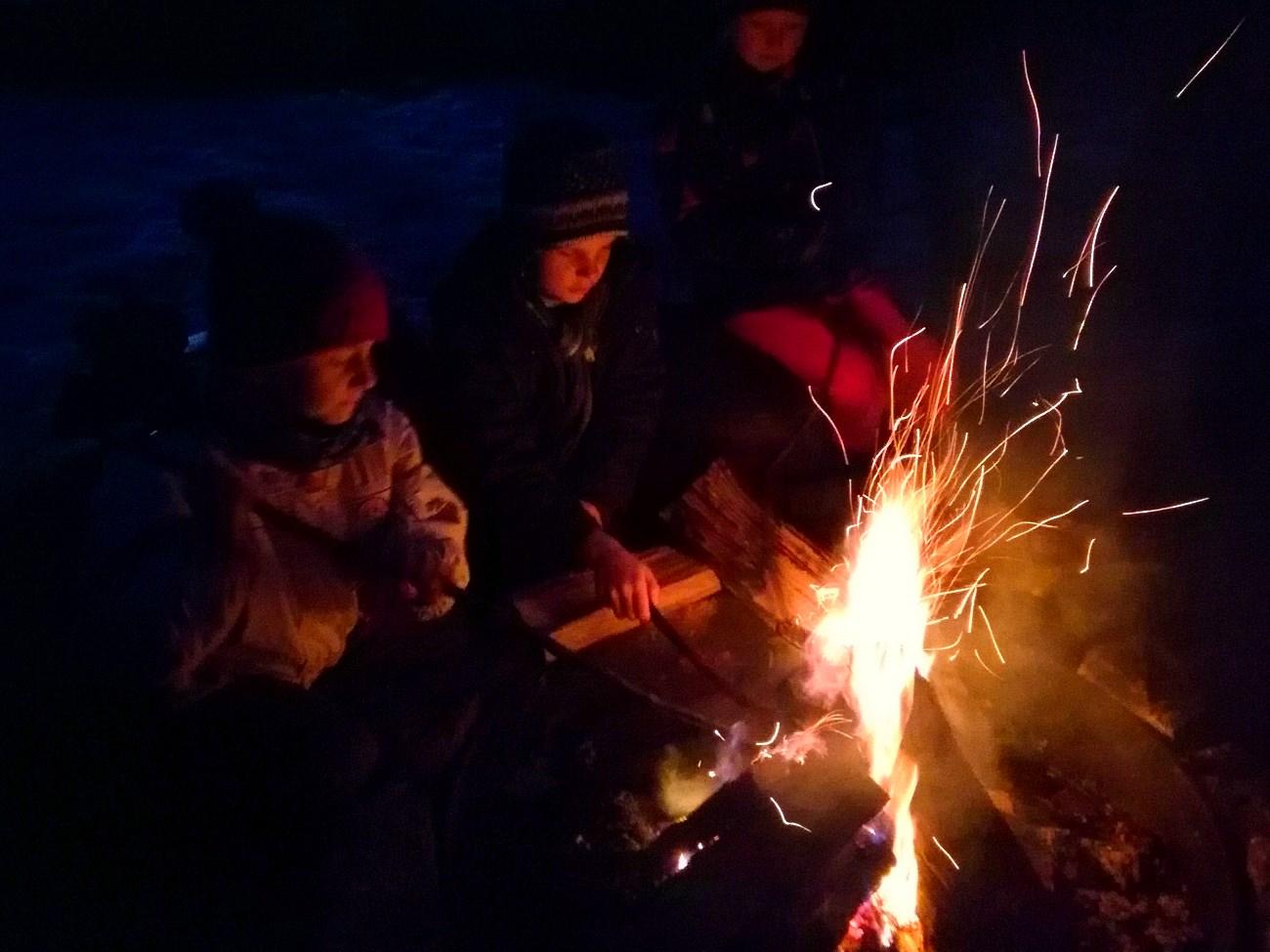 Jahresabschluss-Lagerfeuer