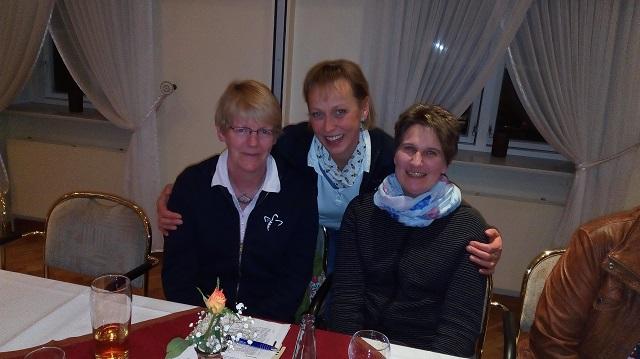 Heide Hannsen (Mitte mit den Brunsbüttler Delegierten) ist vorgeschlagen für den Posten der Beisitzerin im Landesverband.