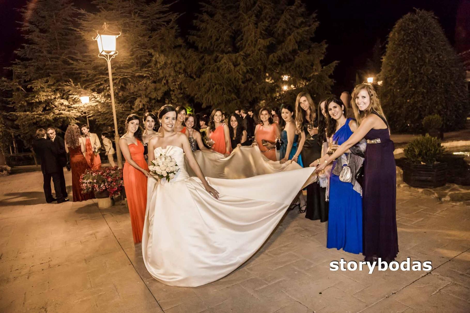 storybodas Amigas de la Novia y Vestido
