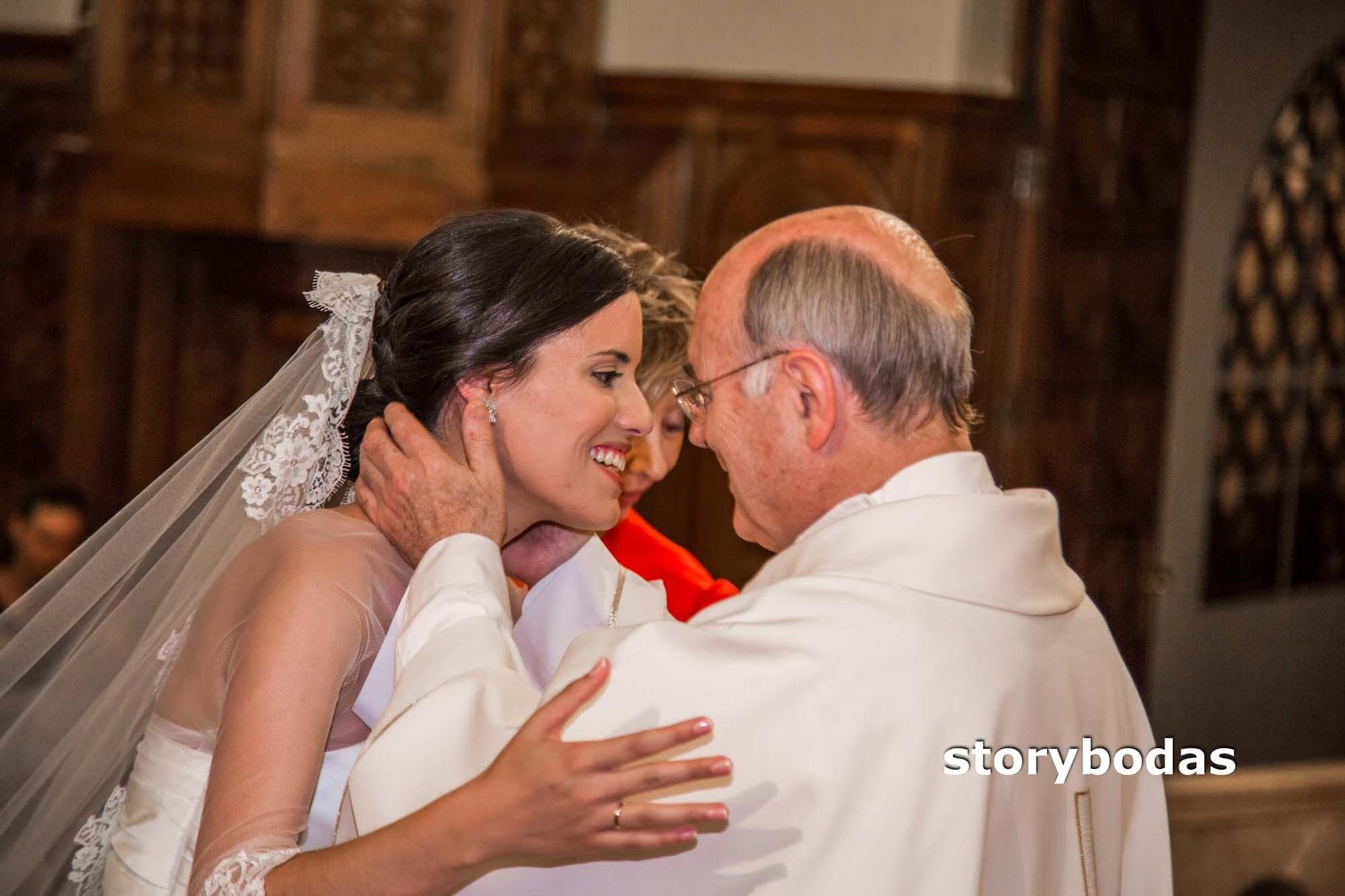 storybodas Rito del Matrimonio Novios, Padrinos y Sacerdote