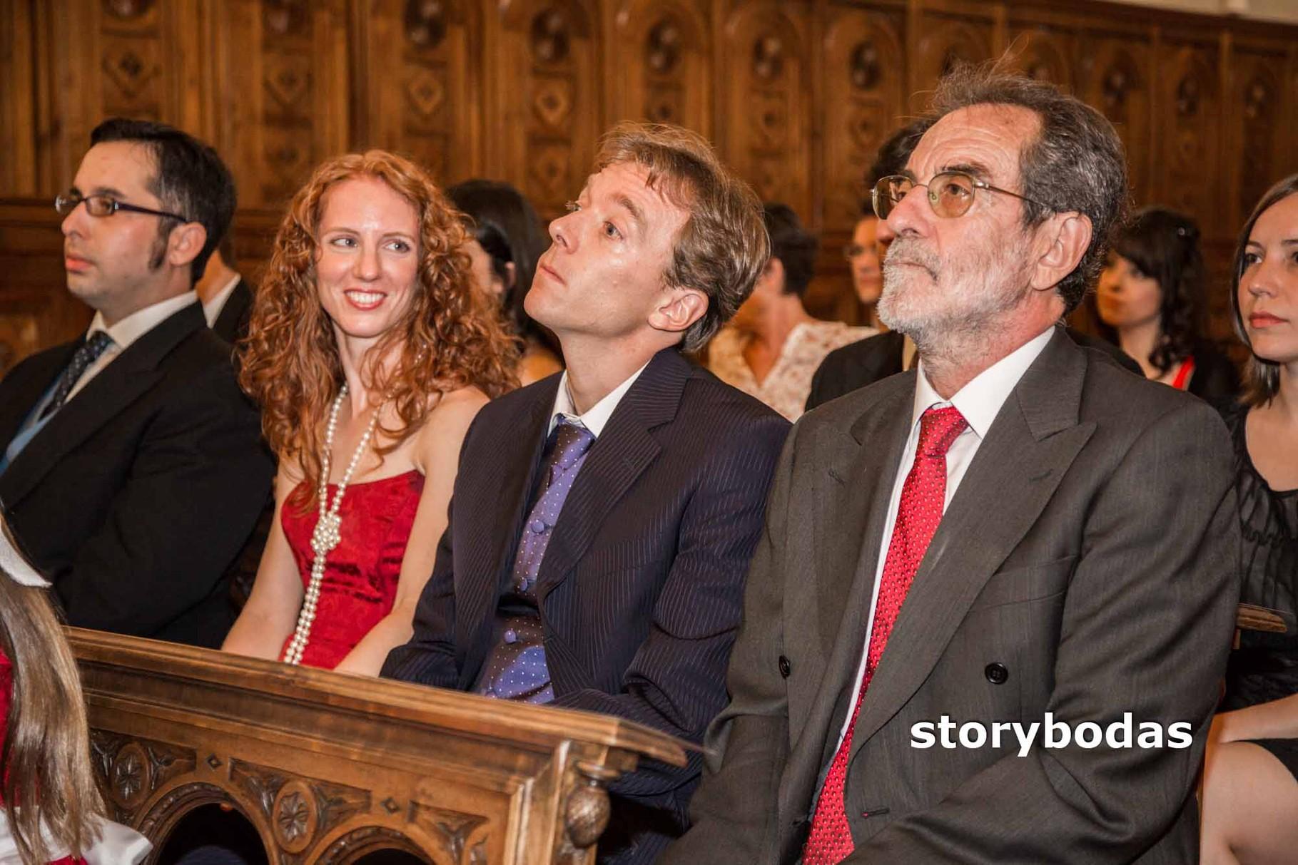 storybodas Invitados durante el rito del matrimonio