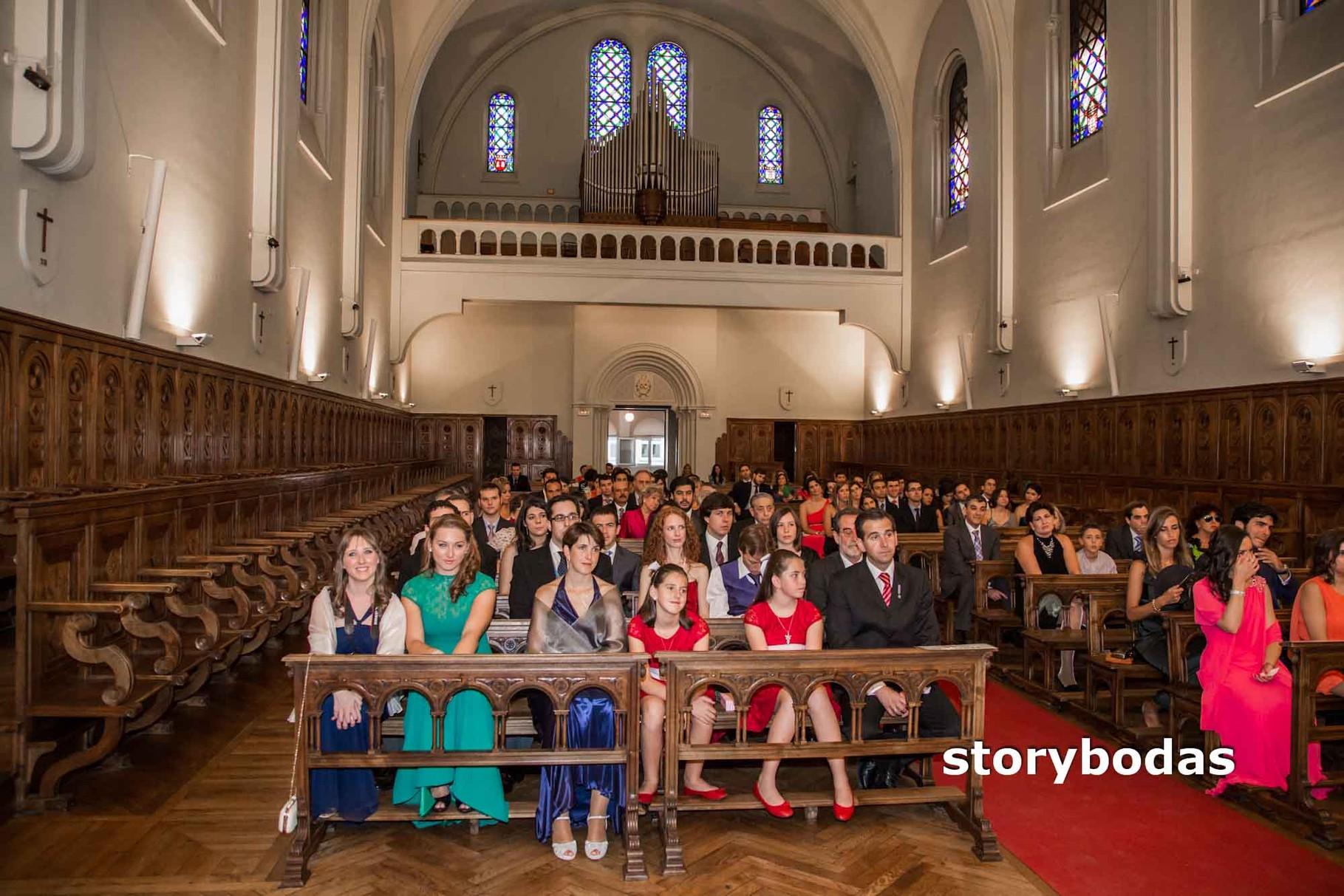 storybodas Foto de la Iglesia durante la boda