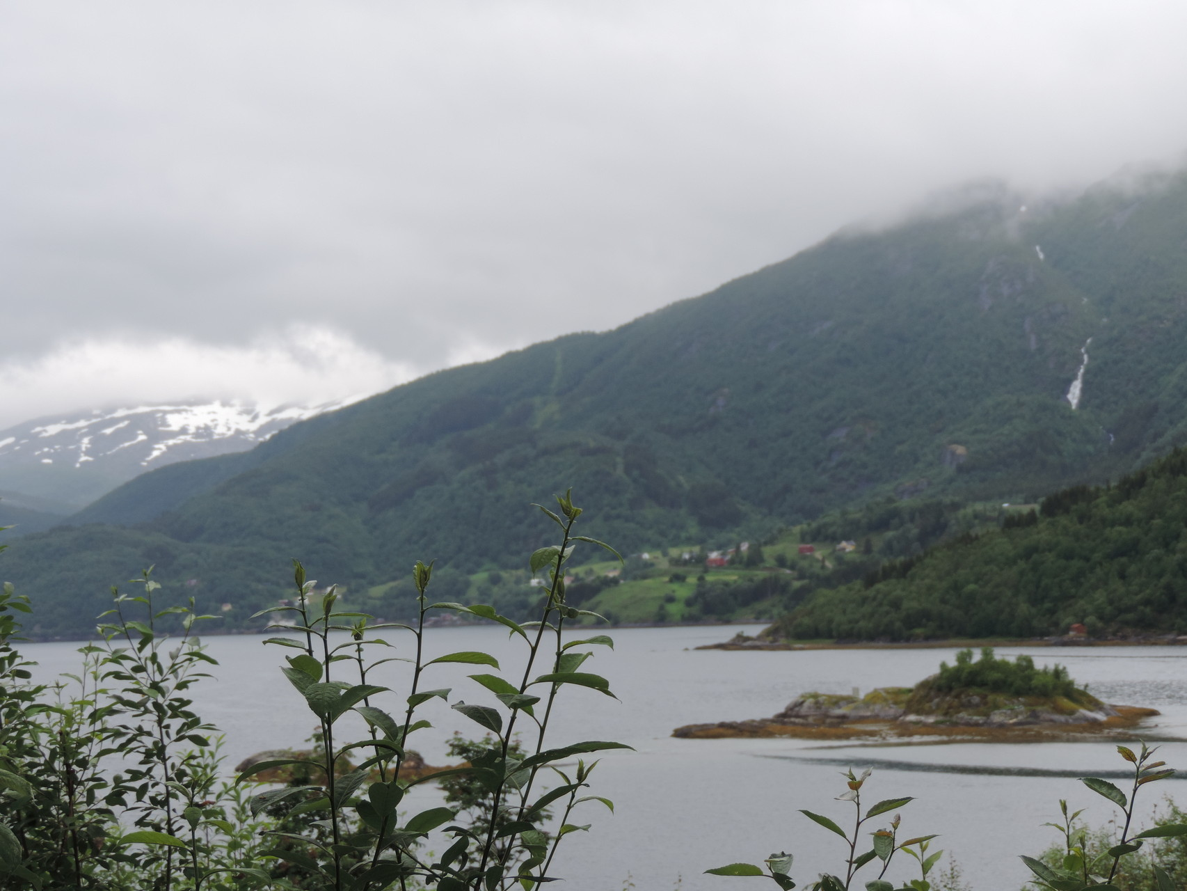 Ein Fjord bei schlechtem Wetter ;)