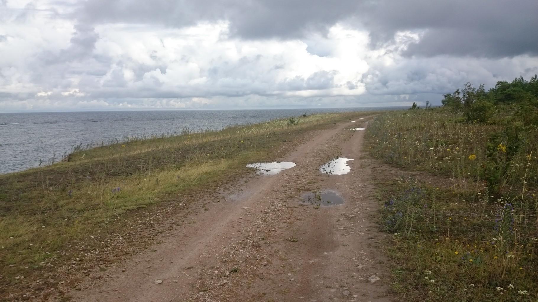 Hier der Weg entlang der Küste