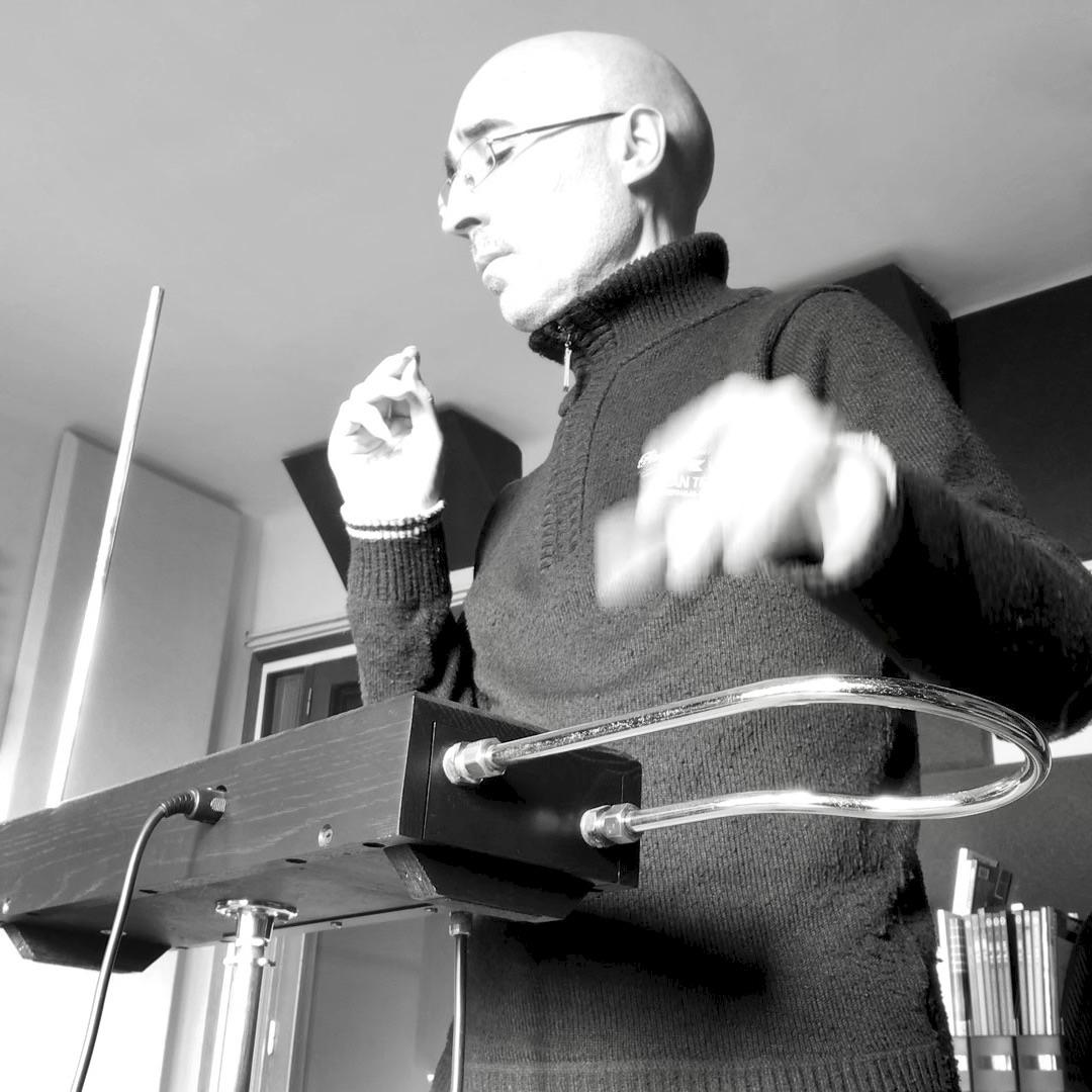 Introducción a la técnica para interpretar en el theremin