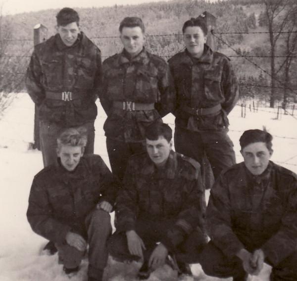 Hintere Reihe in der Mitte: Oswald Kreins