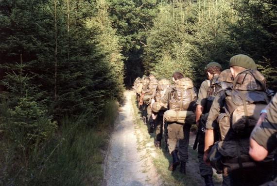 schöne Aufnahme vom Marsch durch den Ardennenwald