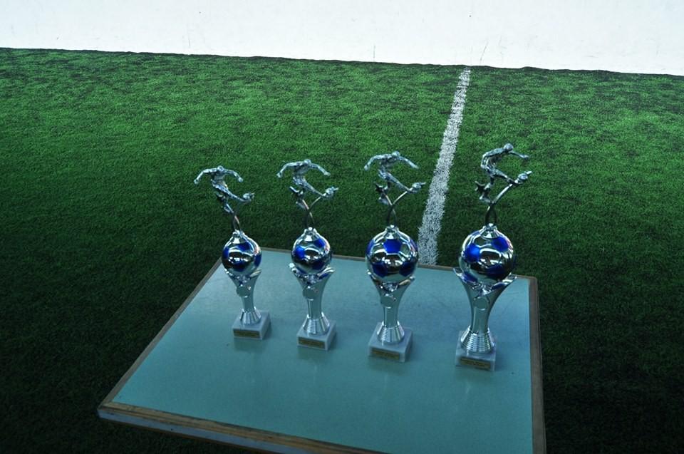 """Preise und Pokal gehören zu jedem Turnier - auch zum ersten """"Eventhouse Weber Cup""""."""