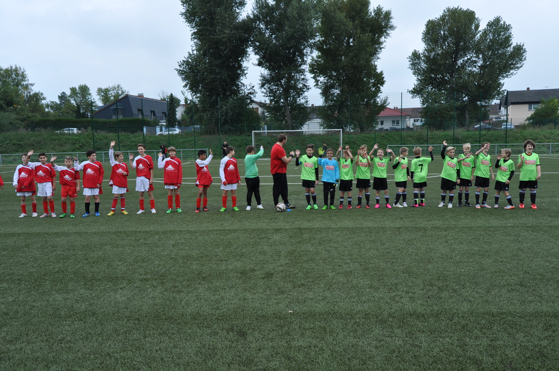 Nach dem Abklatschen gab es für unsere Jungs trotz zahlreicher Chancen leider eine 0:2-Niederlage.