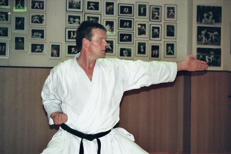 Albers, Klaus | Karatetraining seit 1978 | 1.Dan | 2.Dan seit 1998 bei Ochi Sensei | 3.Dan am 01.08.2008 bei Ochi Sensei | 4.Dan am 03.08.2012 bei Ochi Sensei
