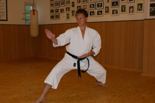 Meißner, Dominik | Karatetraining seit 1998 | 1.Dan am 03.06.2007 | 2.Dan am 24.09.2011 in Hennef