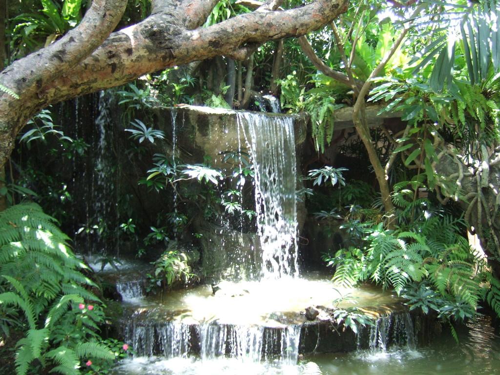 Kuenztlicher Wasserfa