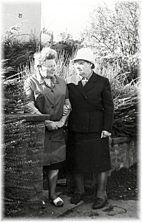 Tante Lydia verabschiedet sich und auf in die DDR