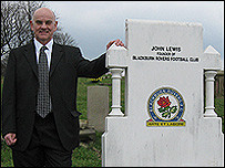 2008: Peter Lupson at the graveside of Rovers founder John Lewis