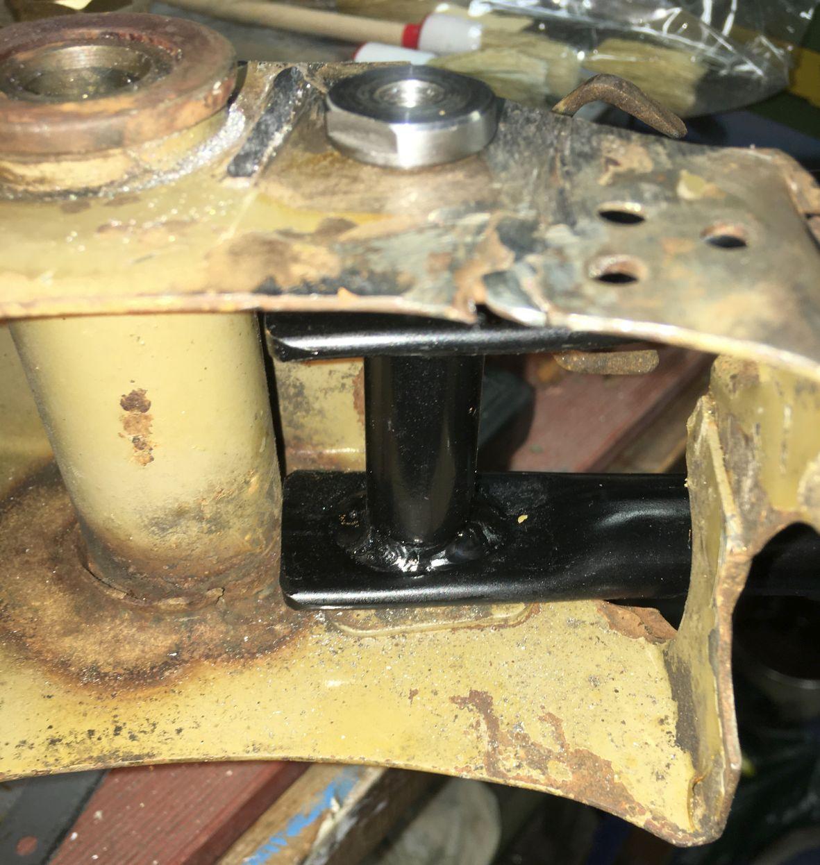Das alte Blech ist ganz schön labil und muss verstärkt werden.