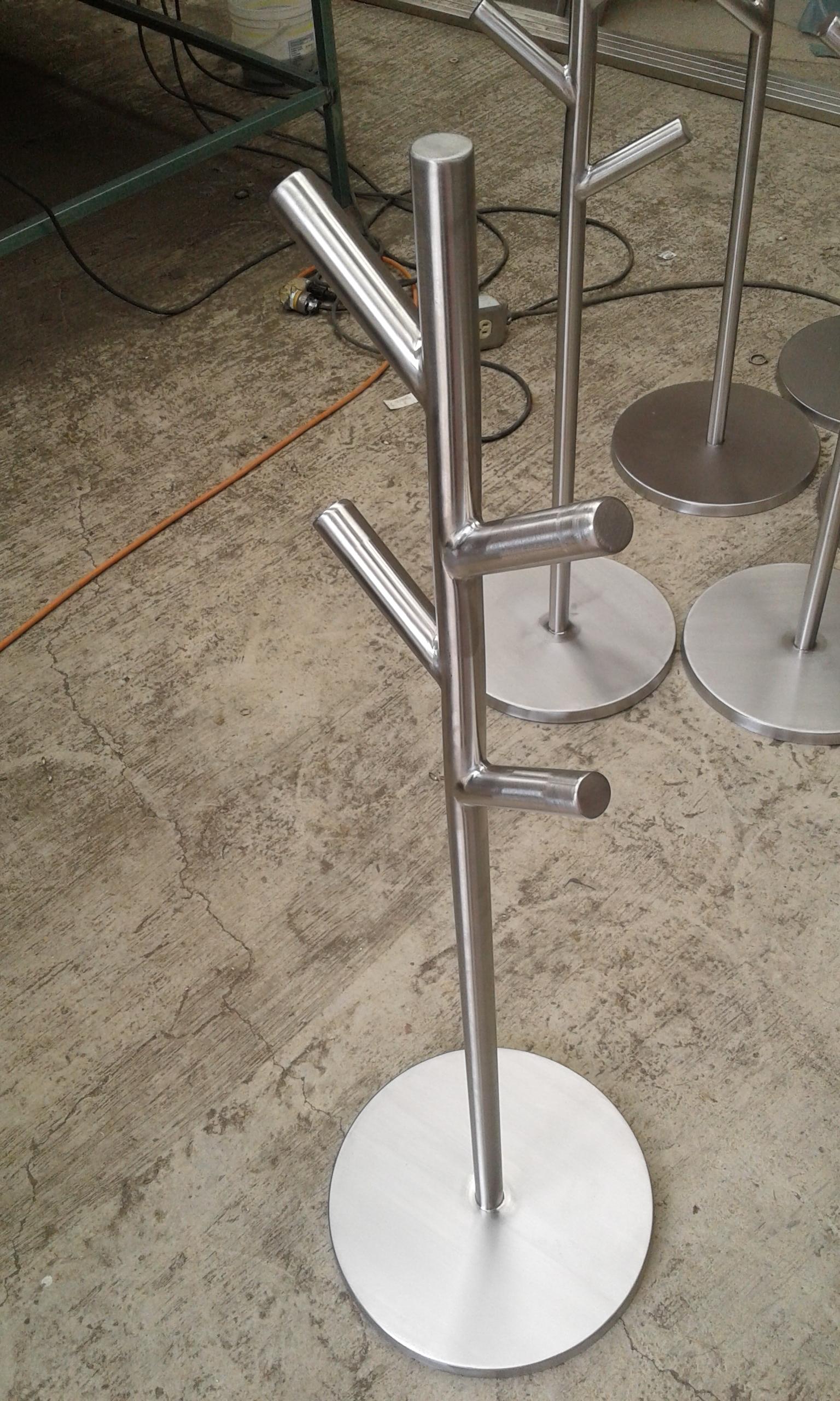 Perchero de pedestal acero inoxidable p gina web de for Percheros de acero inoxidable