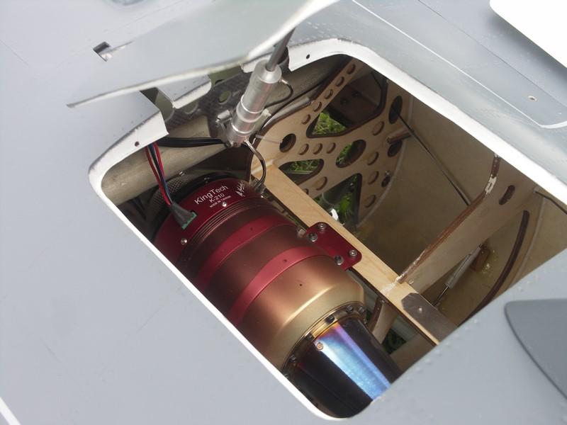 ... et le réacteur kingtech de 21 kg de poussée