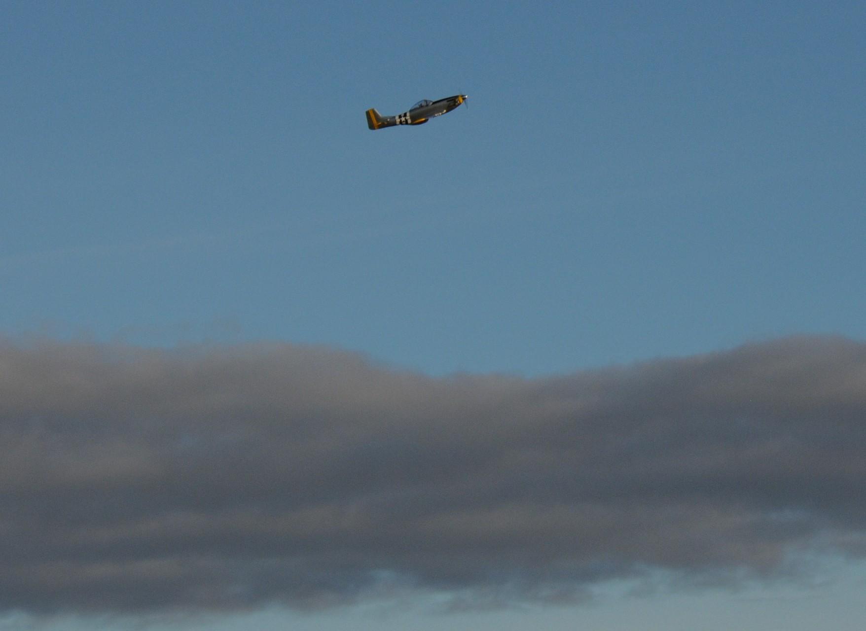 Un P51 en mission au dessus de la couche nuageuse