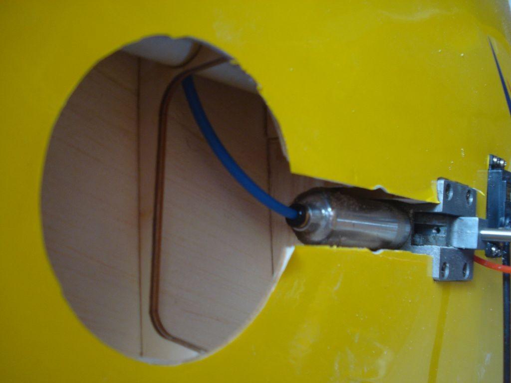 Puit de roue avec le vérin pneumatique