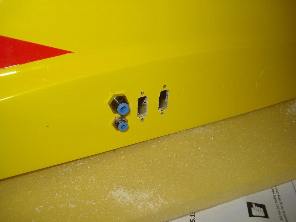 Les raccords d'air et les emplacements pour les connecteurs électriques