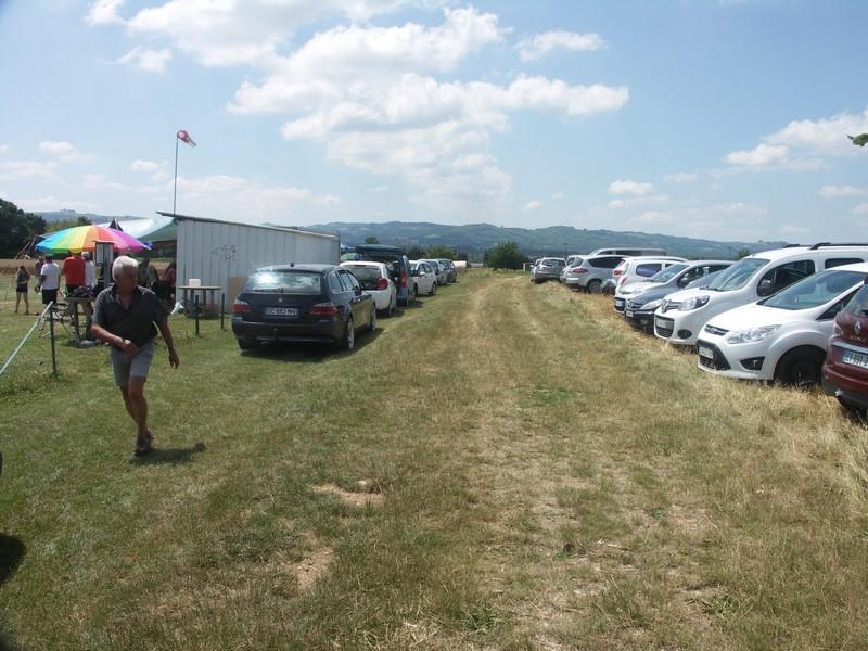 Beaucoup de monde ... et beaucoup de voitures !
