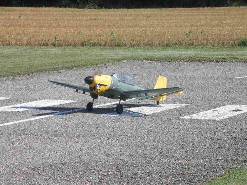 Das Sturzkampfflugzeug von Jean-Claude (Man spricht Deutsch)