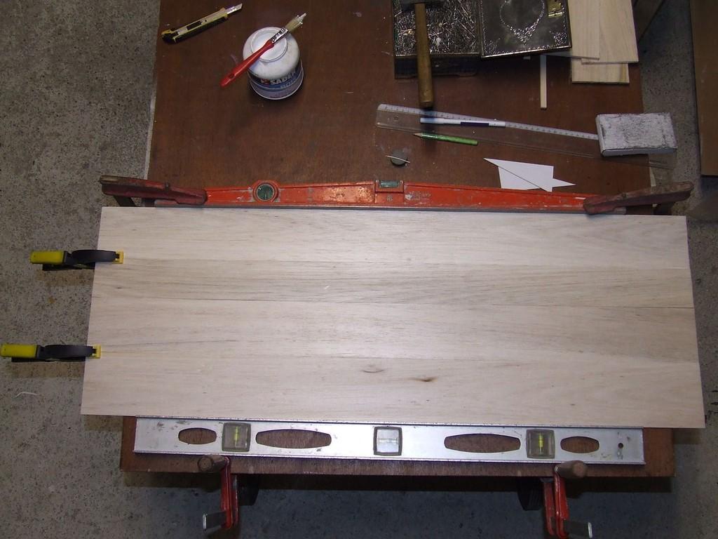 Assemblage de 2 planches de 6mm pour faire la largeur