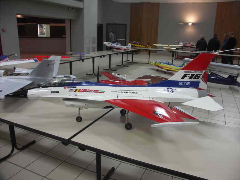 un F16