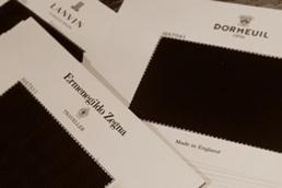 富山市オーダースーツ専門店  布を選びます。