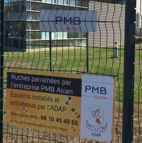 Panneau ADAP/PMB à l'entrée de l'entreprise