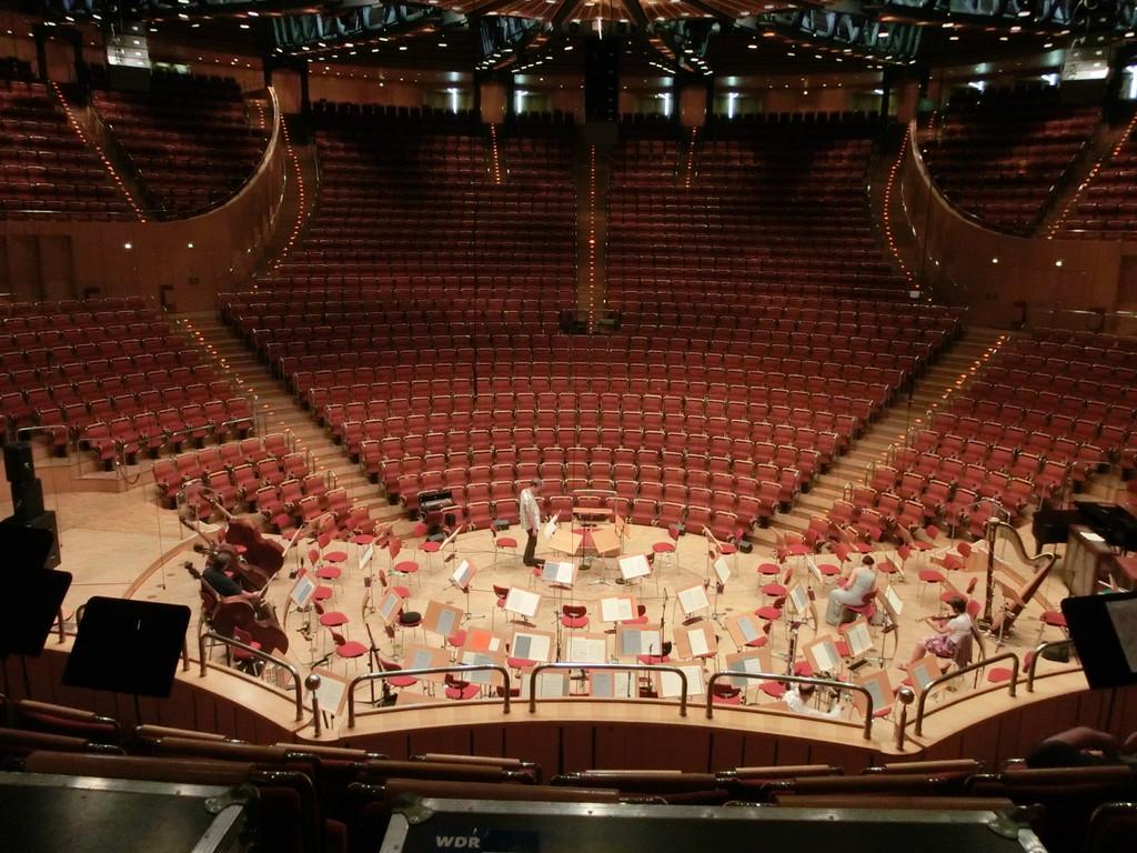 今回は舞台後ろの客席にて演奏しました